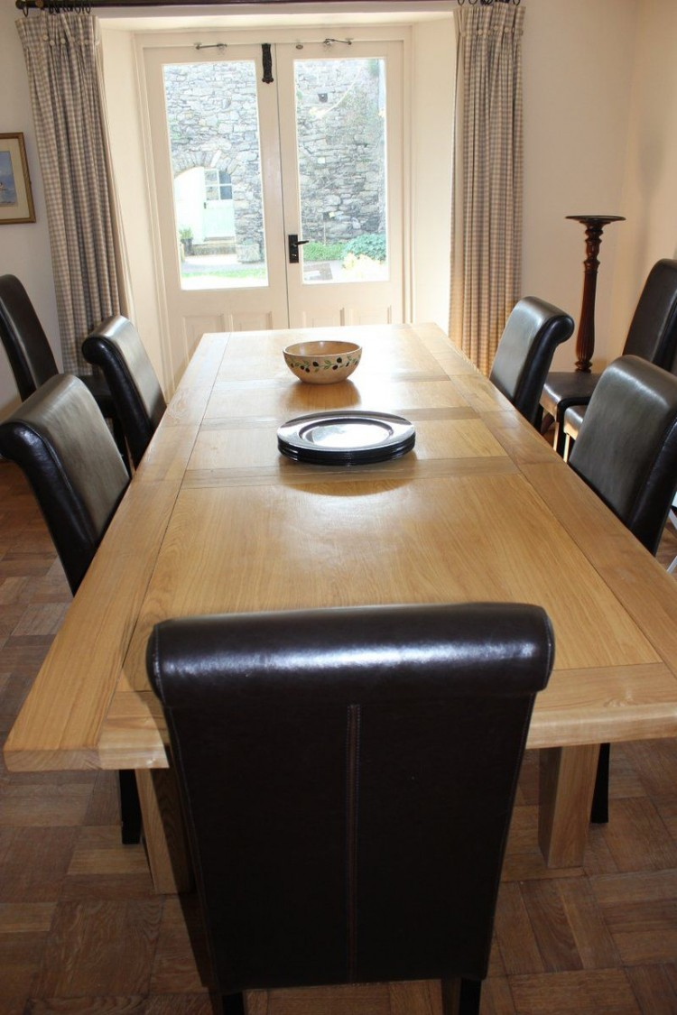 Manorbier holiday let dining room