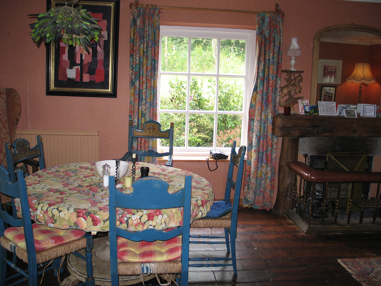 Browns barn holiday cottage dining room