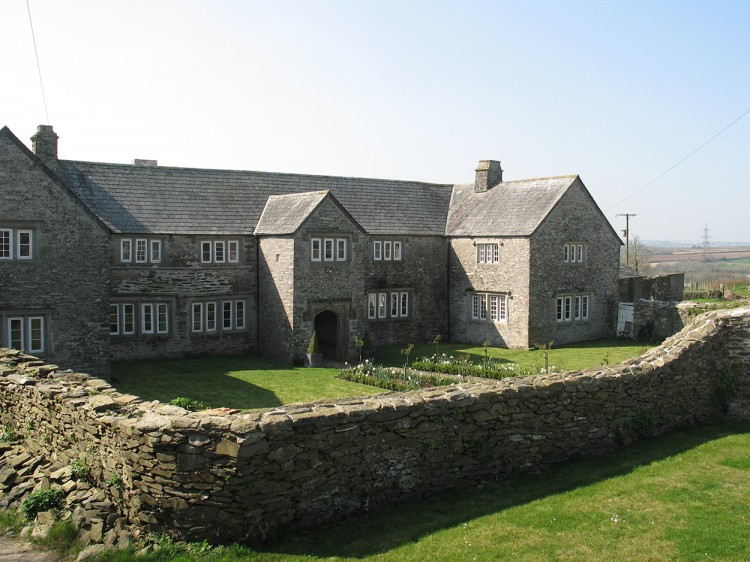 Tregarden manor house holiday let in Cornwall with lovely gardens