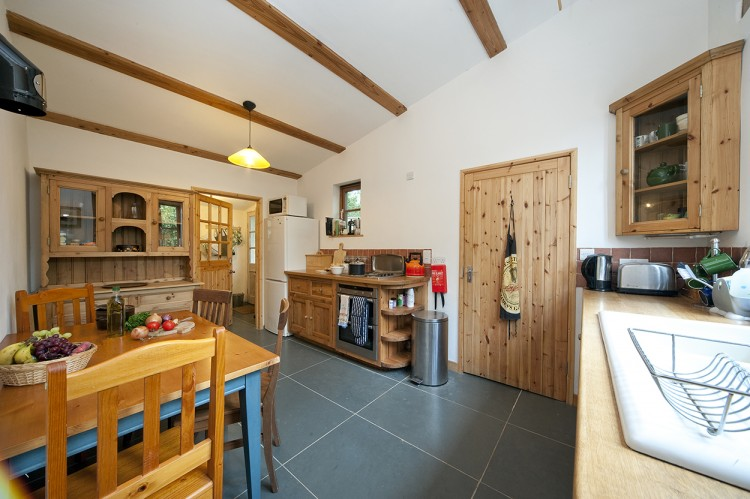 St Yse holiday cottage Tintagel, kitchen