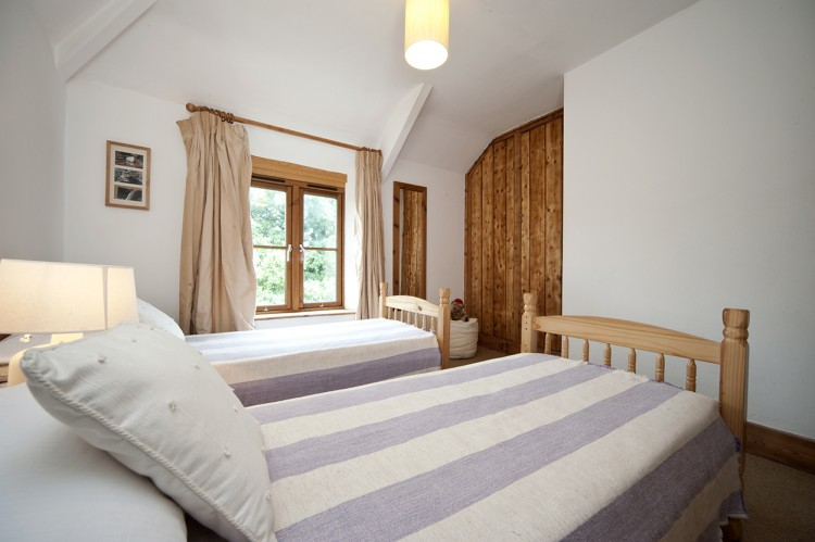 Holiday home Cornwall twin bedroom