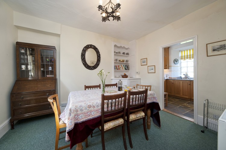Polwartha holiday home dining room