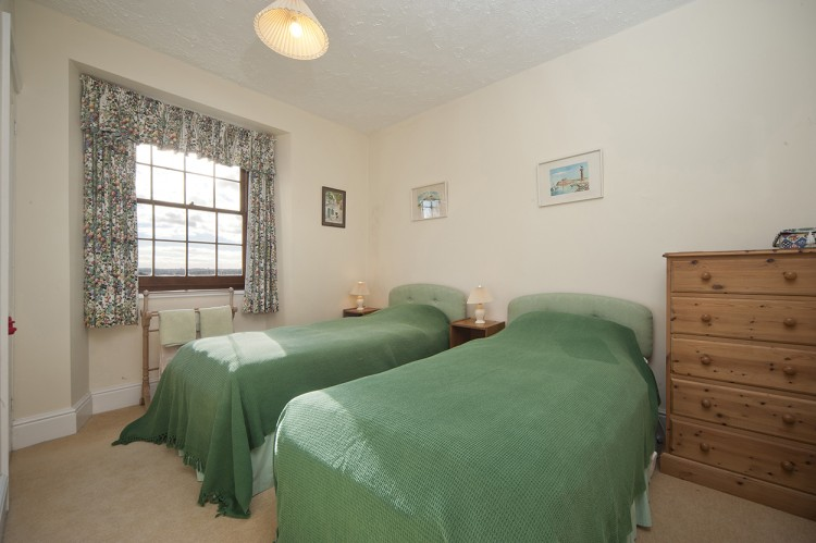 Polwartha Farmhouse holiday let twin bedroom