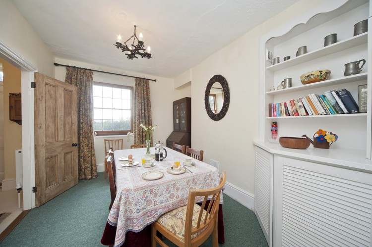 Polwartha Farmhouse holiday dining area