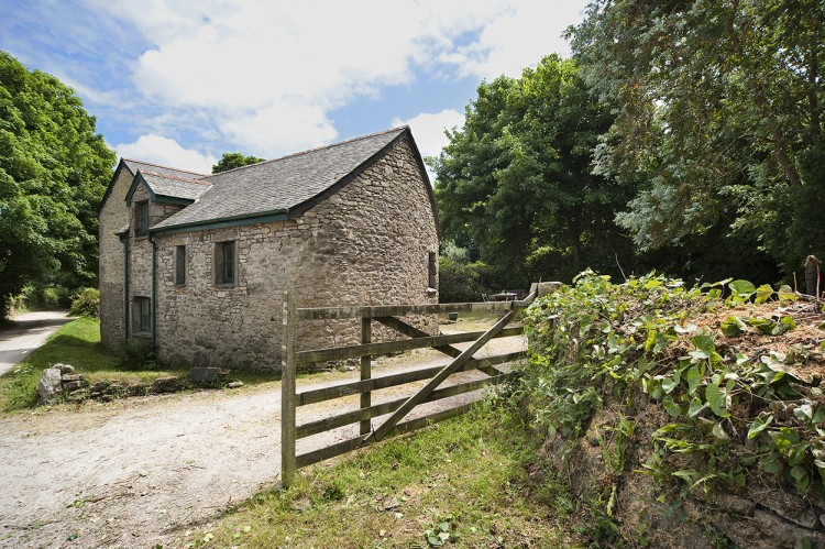 Stone cottage for holidays in Falmouth Cornwall