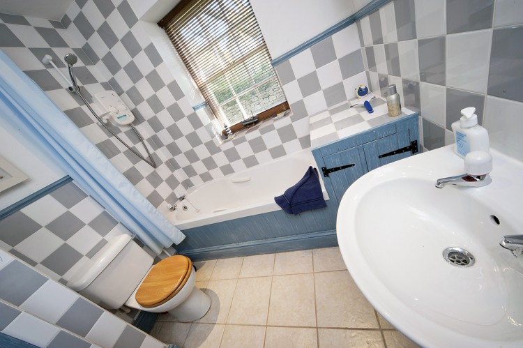 Badgers holiday home bathroom