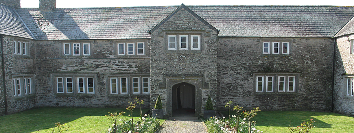 Holiday in gentry style at a Jacobean manor in Cornwall